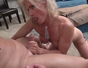 Female bodybuilder and muscle porn star Mandy Foxx gets penetrated and masturbated