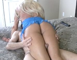 This lucky muscle fucker gets to muscle worship Ashlee Chambers