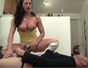 Female bodybuilder and fem domme Nikki Jackson is belly punching her boy toy