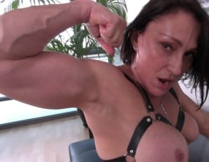 Female bodybuilder and fem domme Jillian Foxxx
