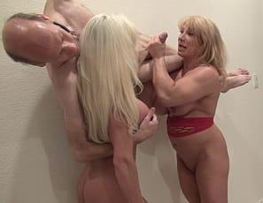 blow Female jobs giving bodybuilders